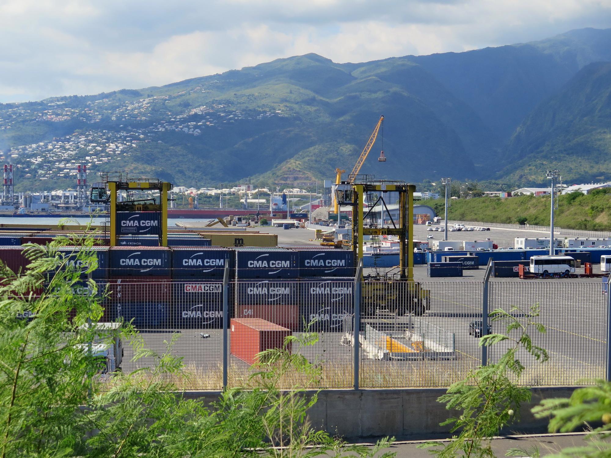 [Vie des ports] Les ports de la Réunion - Page 9 251252leportest198