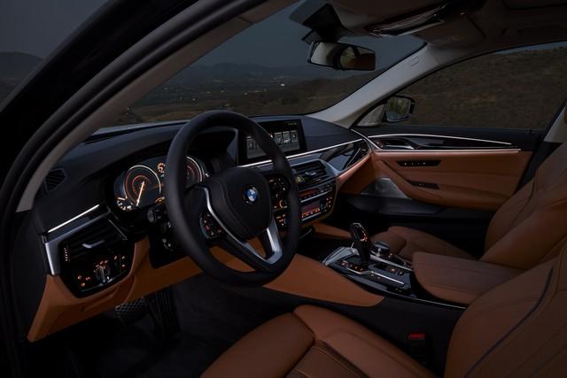 La nouvelle BMW Série 5 Berline. Plus légère, plus dynamique, plus sobre et entièrement interconnectée 252065P90237327highResthenewbmw5series