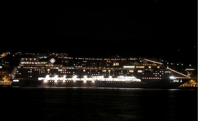 le 16/02/2014 - navire probablement - Ile de La Réunion St Benoit (Ile de La Réunion)  252522halika7