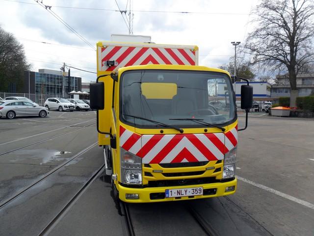 Isuzu livre un véhicule polyvalent à De Lijn 255337delijnlevering067