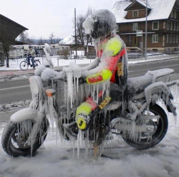 Concours photos n°3 : une MT en hiver 25864634415021563297955931114623347n