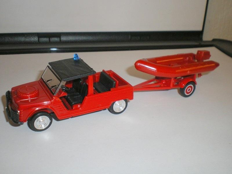 2000 à 2007 > HACHETTE > Les véhicules de sapeurs pompiers et leur univers 261509IMGP2510JPG1