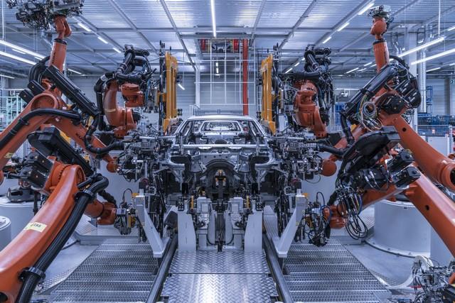 La nouvelle BMW Série 5 Berline. Plus légère, plus dynamique, plus sobre et entièrement interconnectée 261771P90237968highResbmwgroupplantding