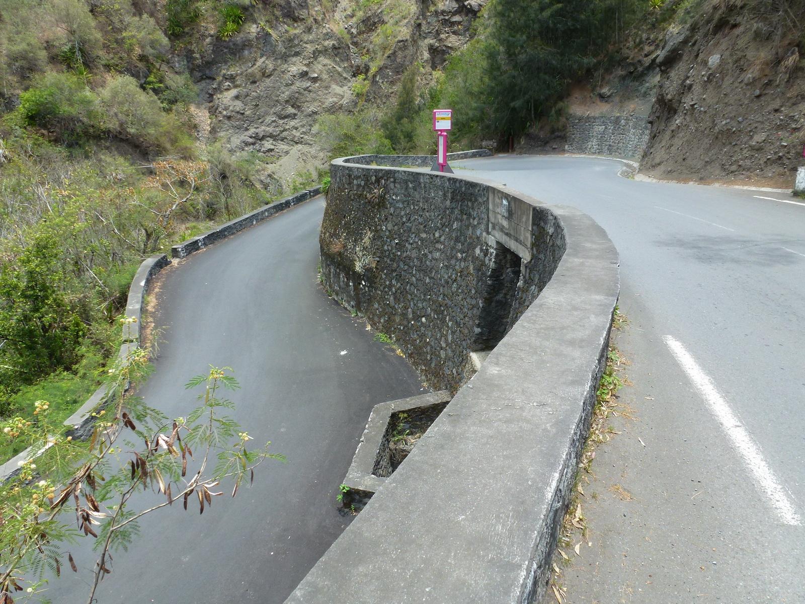 LA RÉUNION : la route de Cilaos, dite route aux 400 virages 264203P1030342
