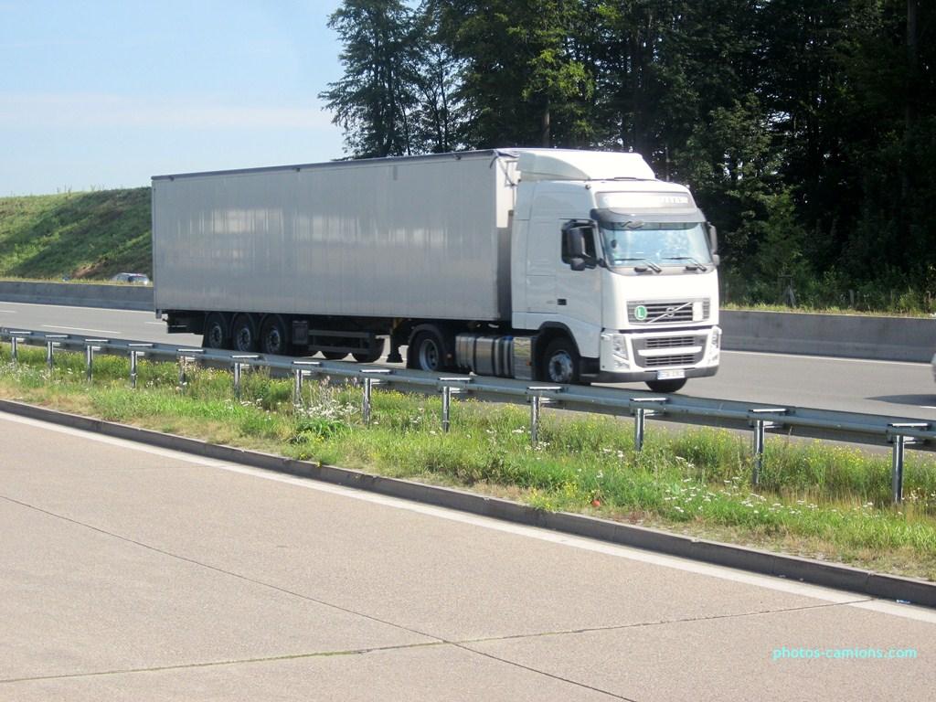 Volvo FH (euro 1,2,3,4 et 5) - Page 6 266063photoscamions14VIII12260Copier