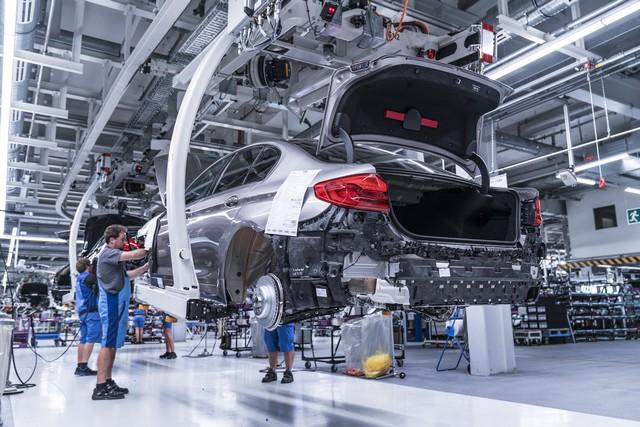 La nouvelle BMW Série 5 Berline. Plus légère, plus dynamique, plus sobre et entièrement interconnectée 267345P90237937highResbmwgroupplantding