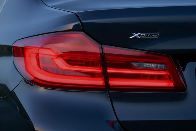 La nouvelle BMW Série 5 Berline. Plus légère, plus dynamique, plus sobre et entièrement interconnectée 272115P90237289highResthenewbmw5series