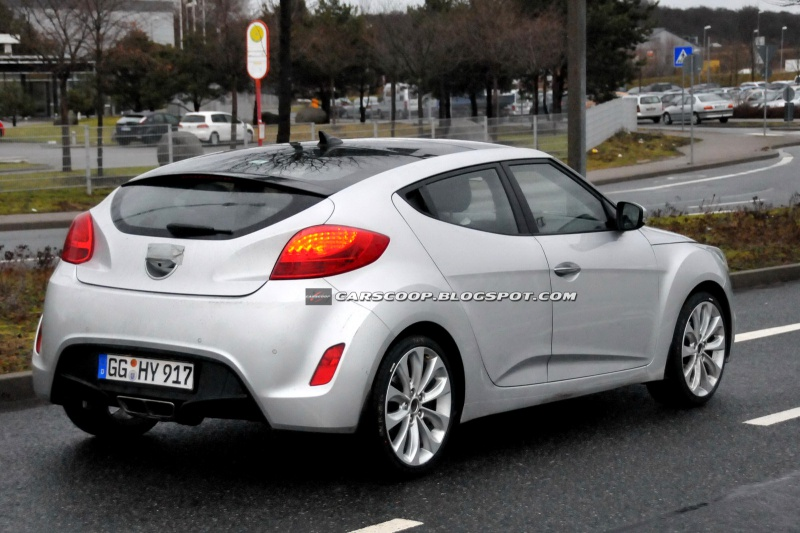 Le topic des voitures moches ^^ 2738832012HyundaiVeloster6