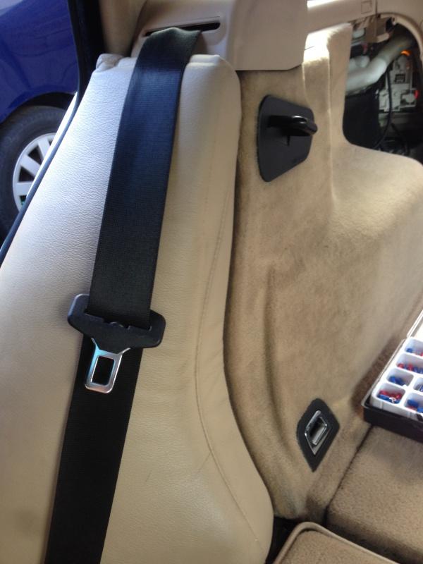 [BMW E46 Touring] Changement des haut-parleurs arrières 280046IMG5707