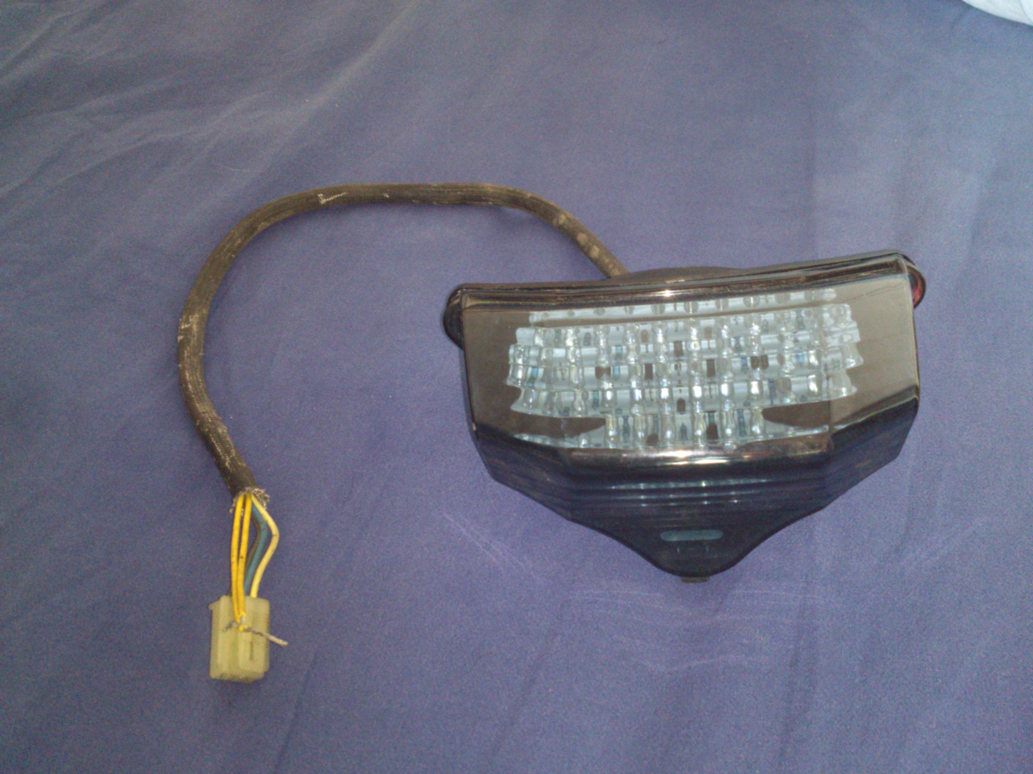 [Vendu] Feu arrière LED clignotants intégrés 282264DSC0583