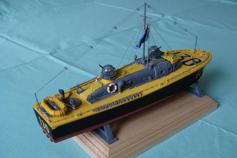Vedette de sauvetage HSL 130 de la RAF - Echelle 1/72ème - Airfix 283830DSC04065bis