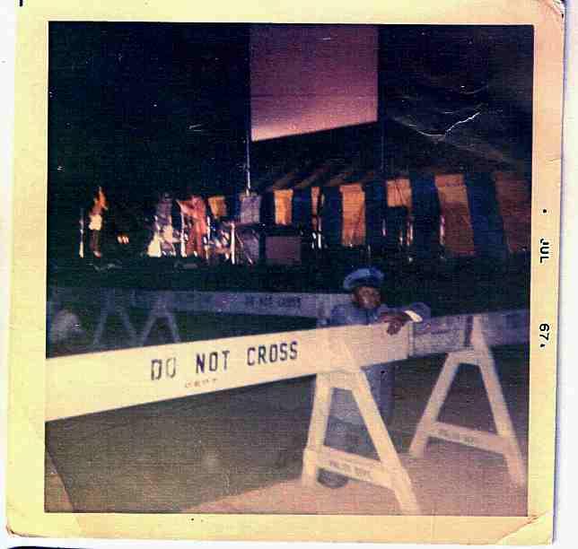 New York (Forest Hills Stadium) : 13-14-15-16 juillet 1967  284002JimiHendrixForestHillsNY19670715