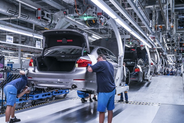 La nouvelle BMW Série 5 Berline. Plus légère, plus dynamique, plus sobre et entièrement interconnectée 284908P90237941highResbmwgroupplantding