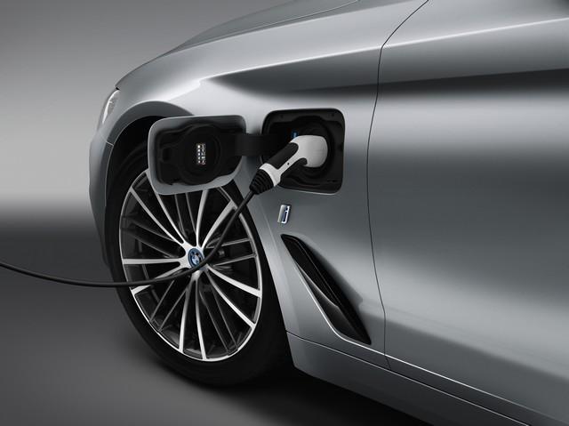 La nouvelle BMW Série 5 Berline. Plus légère, plus dynamique, plus sobre et entièrement interconnectée 288499P90237837highResbmw5seriessaloon