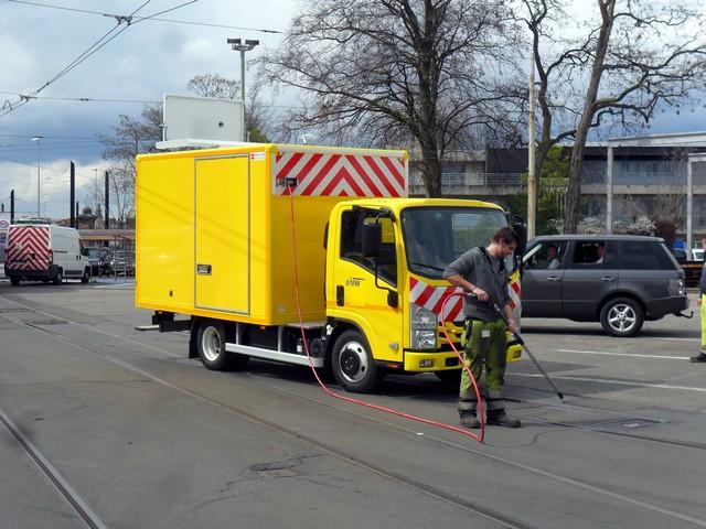 Isuzu livre un véhicule polyvalent à De Lijn 296031delijnlevering051