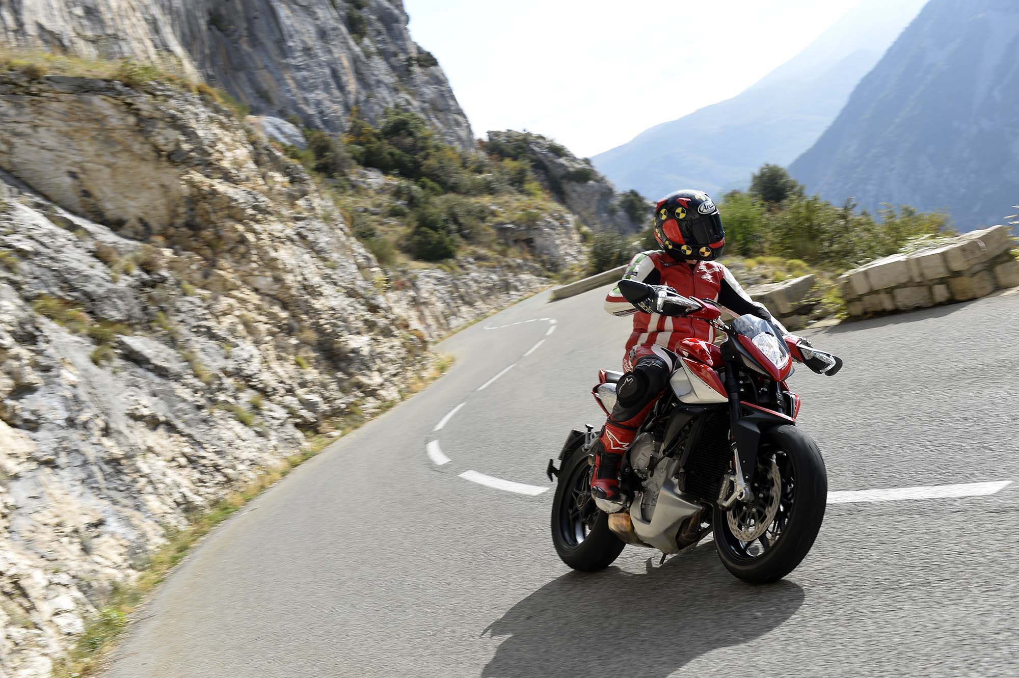 DUCATI Monster 1200s 2996022014MVAgustaRivale800review03