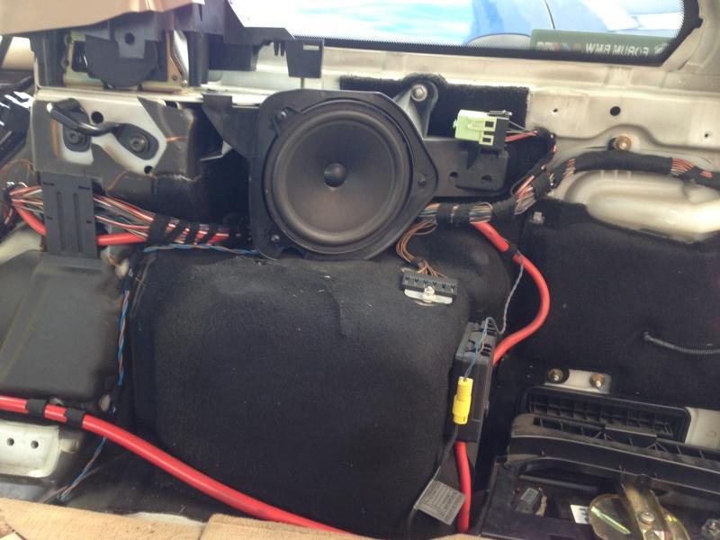 [BMW E46 Touring] Changement des haut-parleurs arrières 303261IMG5725
