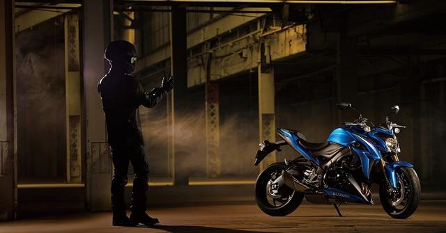 Suzuki dévoile son nouveau roadster au cœur de sportive 304235gsxs1000al6action2