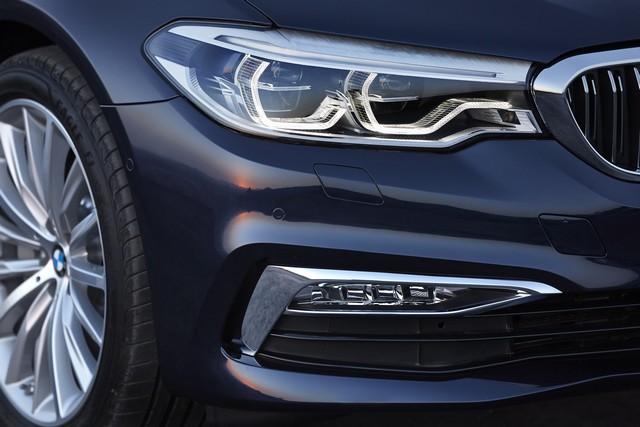 La nouvelle BMW Série 5 Berline. Plus légère, plus dynamique, plus sobre et entièrement interconnectée 304331P90237291highResthenewbmw5series1