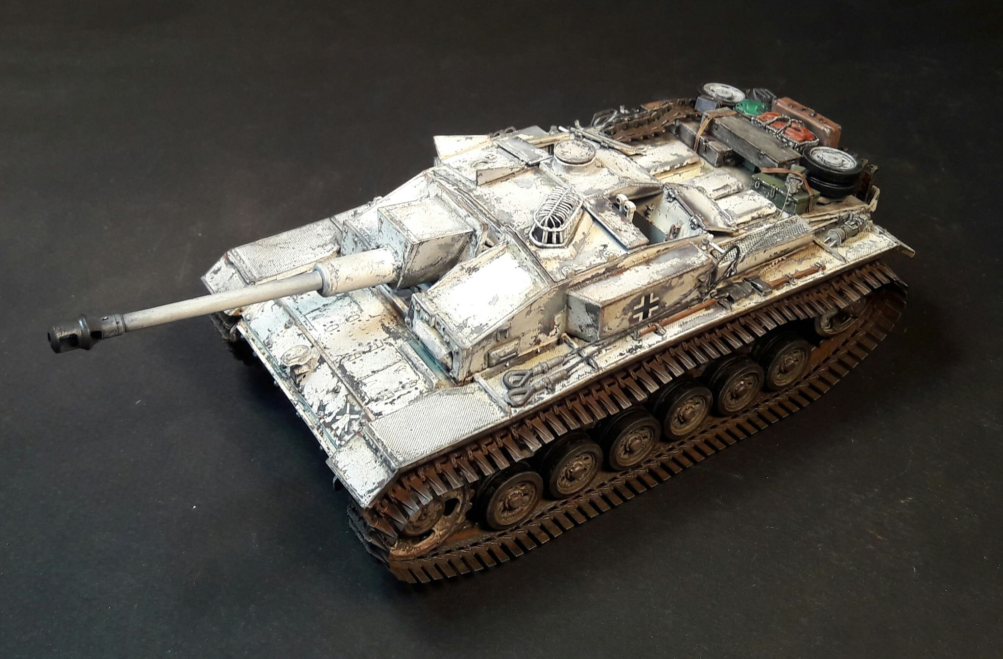 StuG.III Ausf.F/8 late production w/Winterketten - 1/35 - Page 2 30562220883598102120985115525911203077993o