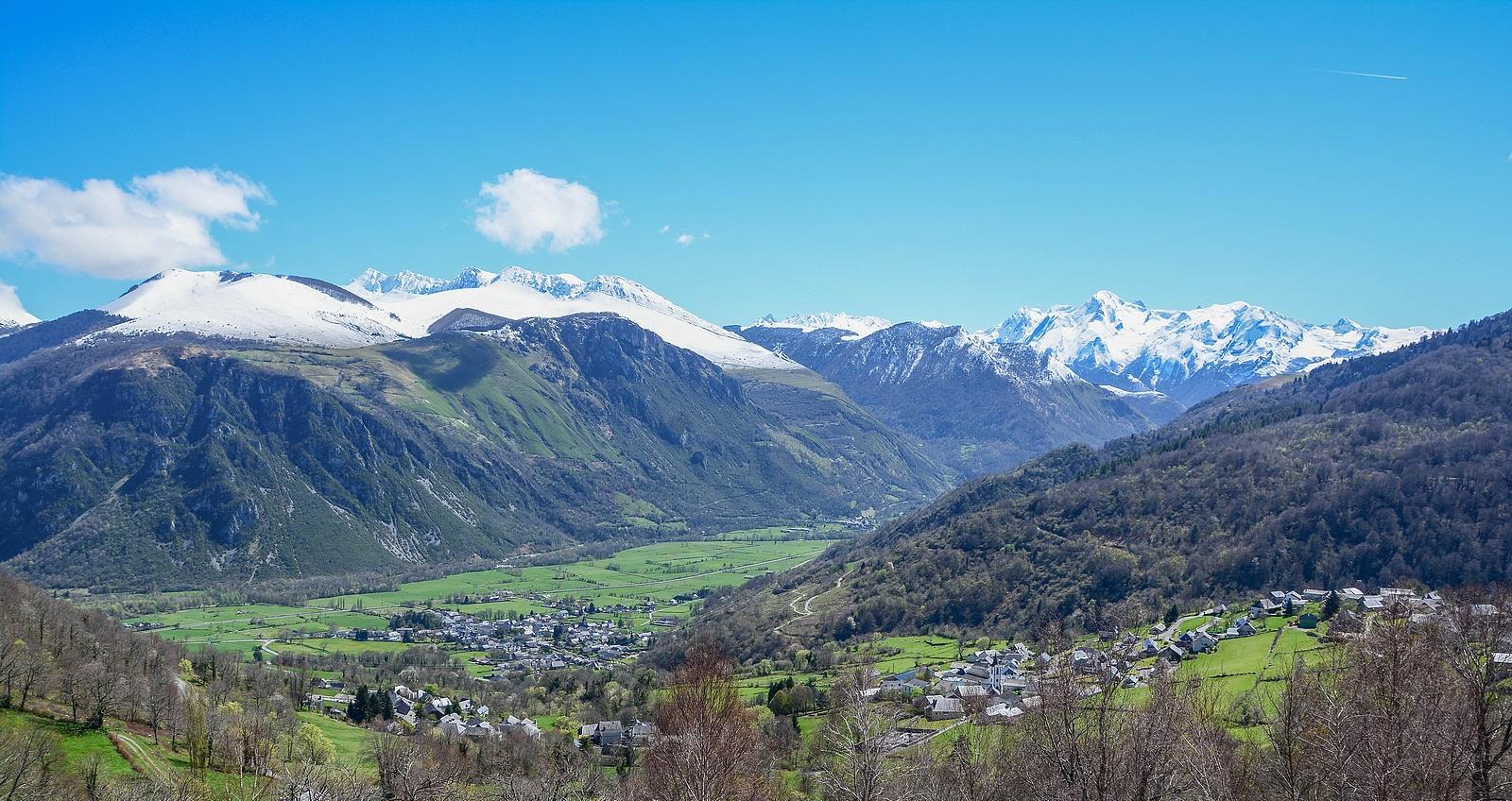 Vallée d'Ossau vue de Bilhères, Bielle 306710461