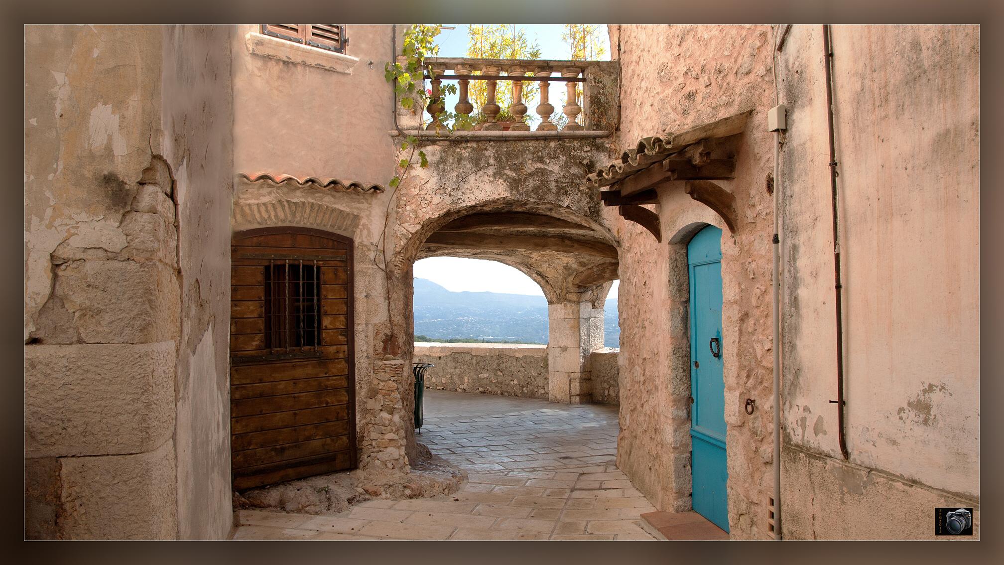 """petite visite du village de """" St. Jeannet """" Alpes Maritimes. 308050StJannetpassagevout2"""