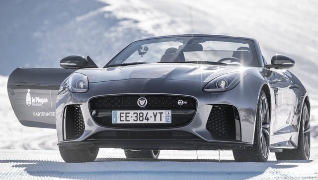 Romain Grosjean Inaugure La « Jaguar Fun Zone » A La Plagne Au Volant De La Jaguar F-Type SVR 310531svrporteouvertes