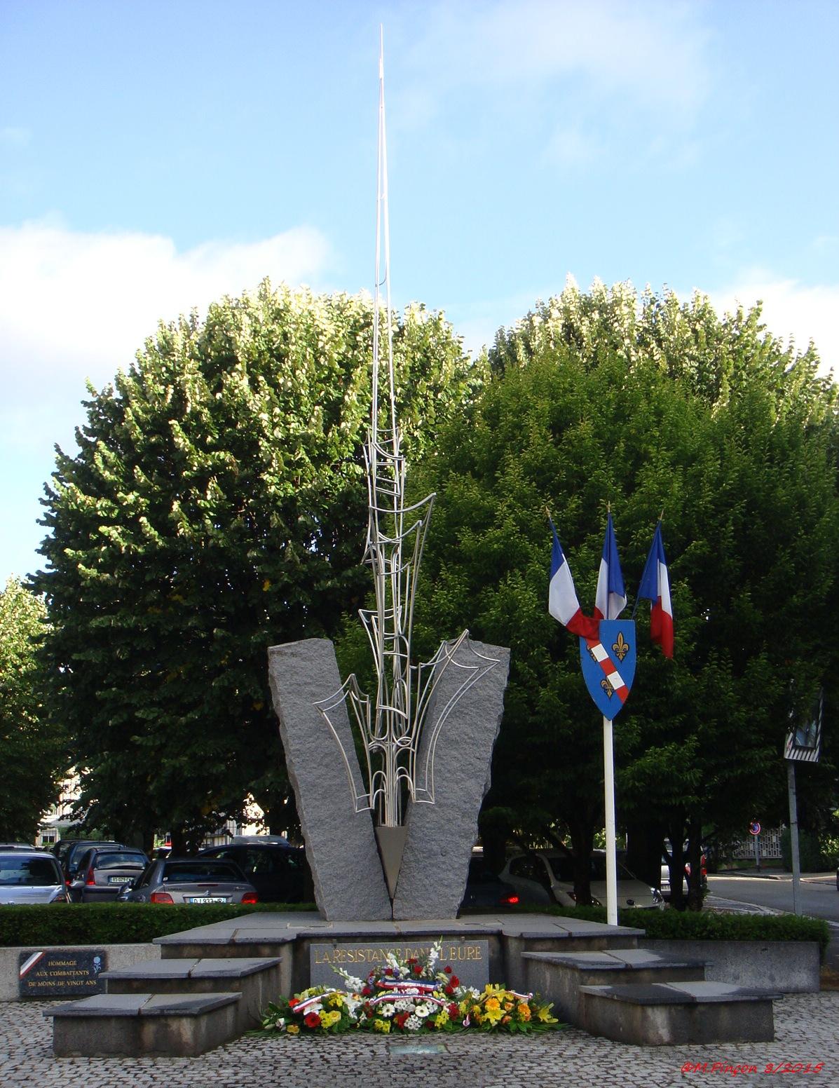 [Histoires et Histoire] Monuments aux morts originaux Français Tome 1 - Page 20 310780DSC09261