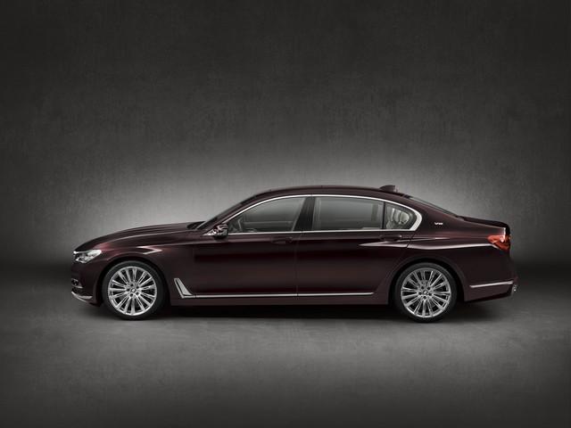 BMW et American Express lancent la Carte Platinum American Express signée BMW une première dans le segment automobile Premium en France 312694P90208707highResbmwm760lixdrivemo