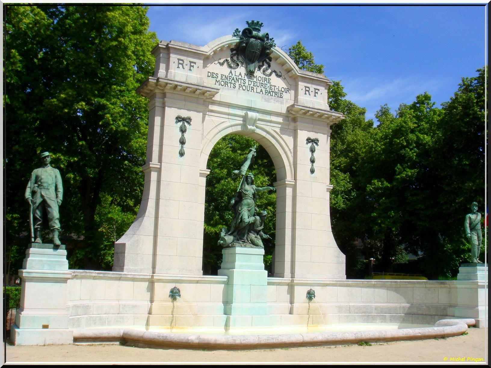 [Histoires et Histoire] Monuments aux morts originaux Français Tome 1 - Page 37 316770DSC012965