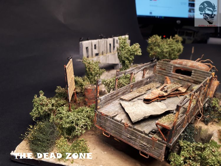 The dead zone - Zil 151 - 1/35 Zvezda - Page 2 31814220170429091557