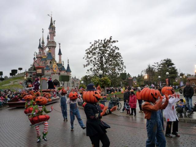Présentation des Saisons Halloween et Noël 2015 à Disneyland Paris - Page 2 322249P1100430