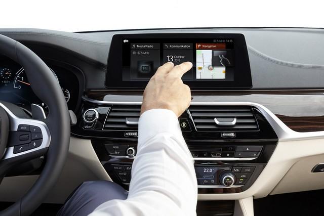 La nouvelle BMW Série 5 Berline. Plus légère, plus dynamique, plus sobre et entièrement interconnectée 324018P90237250highResthenewbmw5series