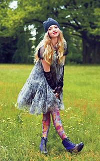 Amanda Seyfried avatars 200x320 pixels 330896avaamanda5