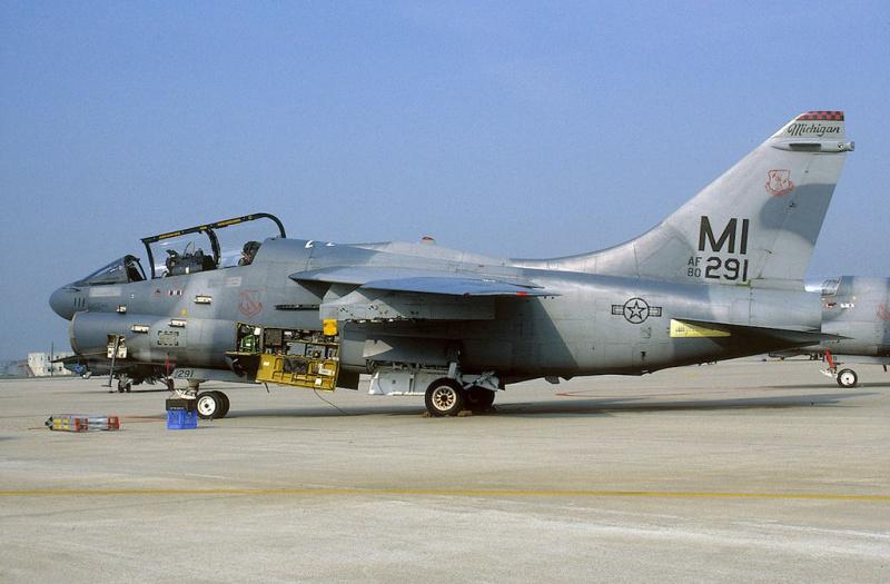 LTV A-7 Corsair II [NOUVELLE VERSION] 332121LTVA7KCorsairII3