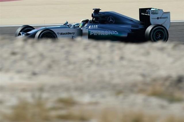 F1 GP de Bahreïn 2014 : (essais libres-1-2-3-Qualifications) 3351692014vendrediLewisHamilton4