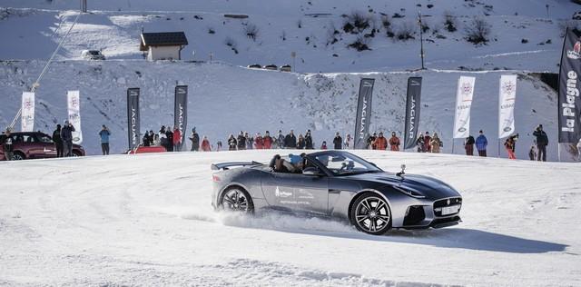 Romain Grosjean Inaugure La « Jaguar Fun Zone » A La Plagne Au Volant De La Jaguar F-Type SVR 335273drift4s