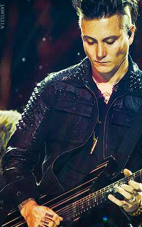Synyster Gates - 200*320 336457SynysterGates3