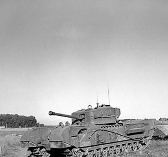 tansports et engins spéciaux du débarquement 337733ChurchillCrocodileflamethrowertank25Aug1944