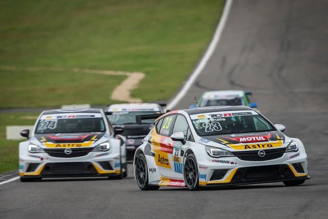Tout est en place pour la seconde saison de l'Opel Astra TCR 338233OpelAstraTCR305052