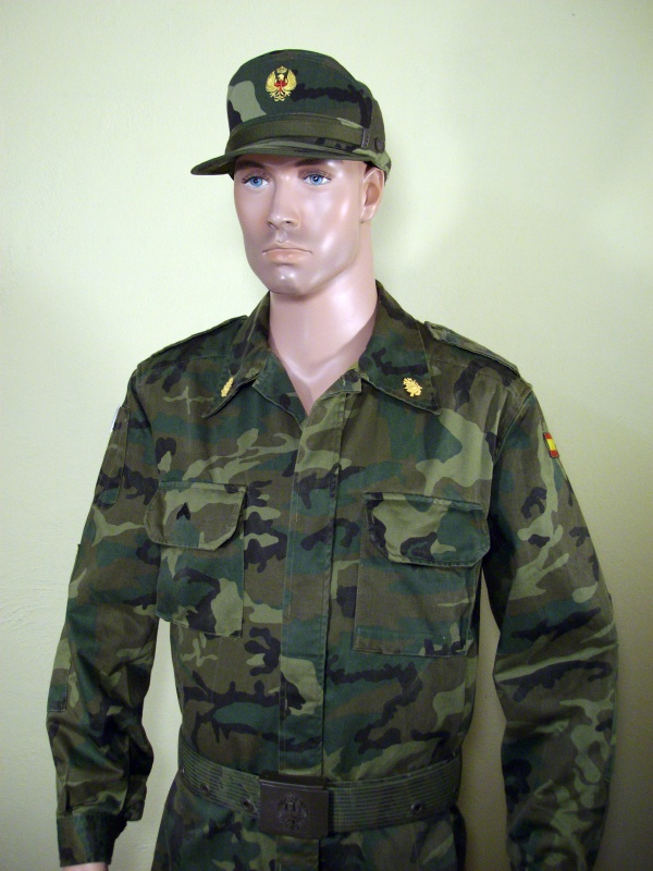 Spanish soldier woodland camo display 339186cff28