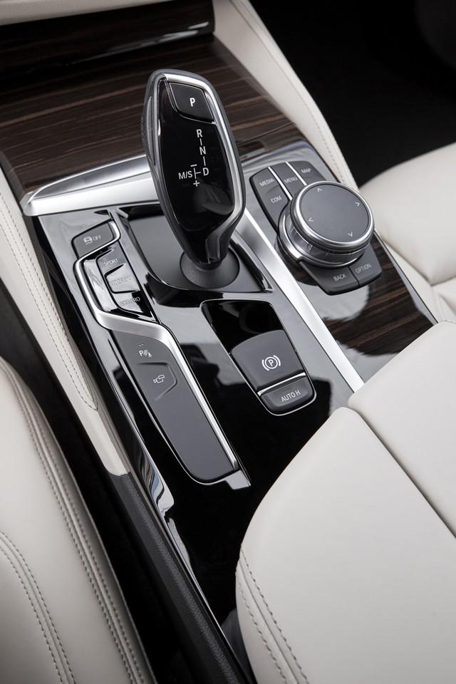 La nouvelle BMW Série 5 Berline. Plus légère, plus dynamique, plus sobre et entièrement interconnectée 339860P90237274highResthenewbmw5series