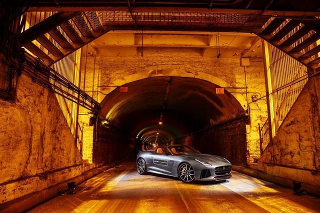 La Jaguar F-TYPE SVR rugit dans le Fameux tunnel de Park Avenue À New  340145JaguarFTYPESVRTunnel007LowRes
