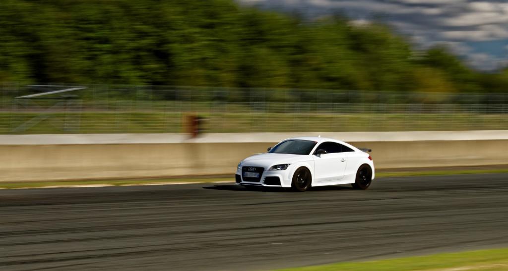 TT RS blanche de 2010 - Page 2 347076Nogredim1