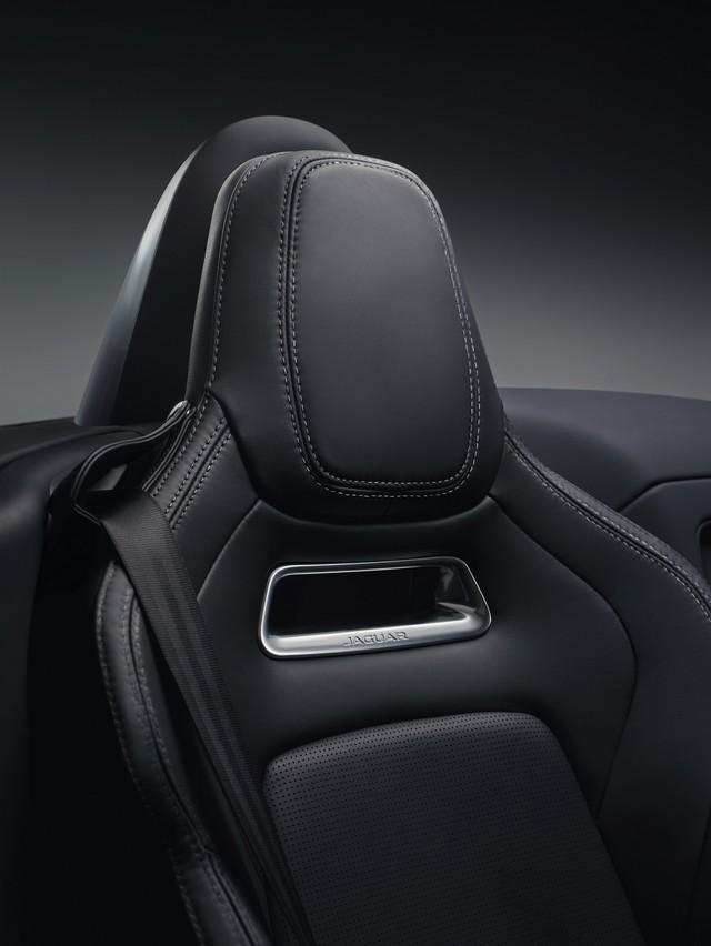 Lancement De La Nouvelle Jaguar F-TYPE Dotée De La Technologie GOPRO En Première Mondiale 350101jaguarftype18myrdynamicstudiointeriordetail10011701
