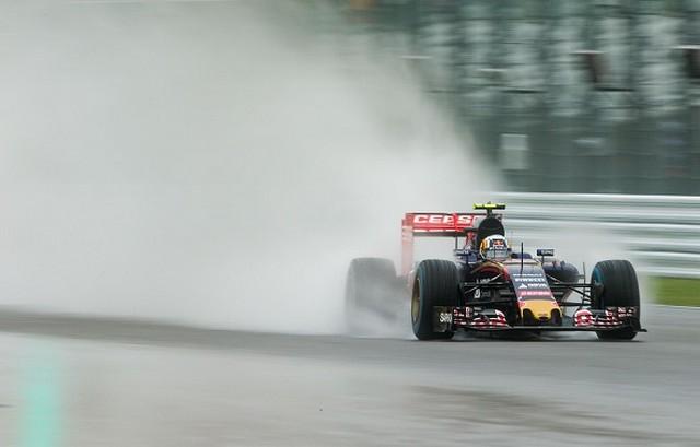 F1 GP du Japon 2015 (éssais libres -1 -2 - 3 - Qualifications) 3573102015gpdujaponCarlosSainzJr