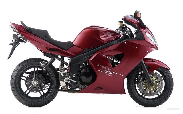 Enfin du temps pour la moto, mais pas que... 358467TriuphSprint1050