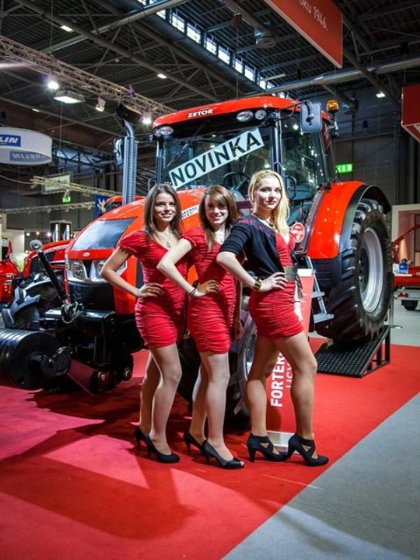 Photos de tracteurs Zetor  - Page 2 3617475608804282323605257641097750162n