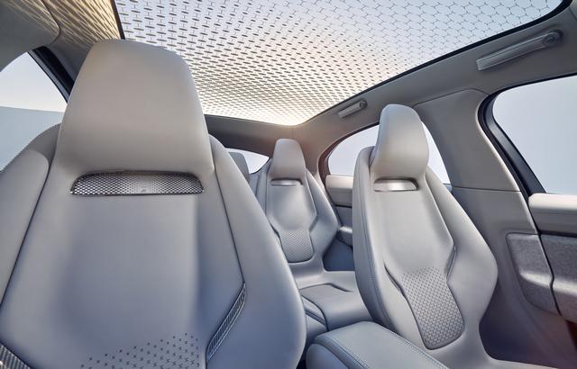 Jaguar Dévoile Le Concept I-PACE : Le SUV Électrique Performant 363447JaguarConceptIPACE3