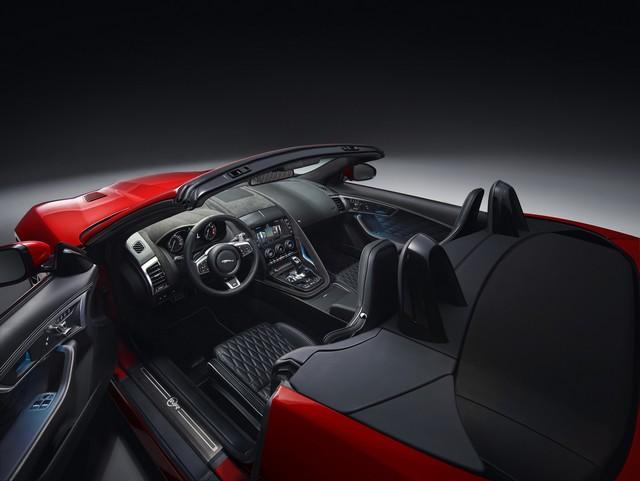 Lancement De La Nouvelle Jaguar F-TYPE Dotée De La Technologie GOPRO En Première Mondiale 365093jaguarftype18mysvrconvertiblestudiointerior10011701